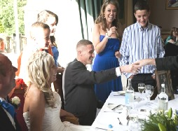 CLOSE UP MAGICIAN HIRE SURREY MAGIC OZ